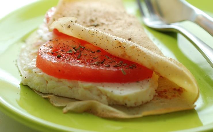 Naleśniki z pomidorami i serkiem włoskim